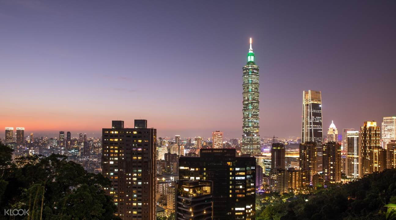 Taipei cityscape in the evening